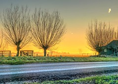 Ransdorp Sunset 2 (Skylark92) Tags: nederland netherlands holland noordholland ransdorp waterland farm boerderij winter landschap landscape sunset zonsondergang hdr outdoor hoogspanningsmasten akker weiland boerenland meadow field