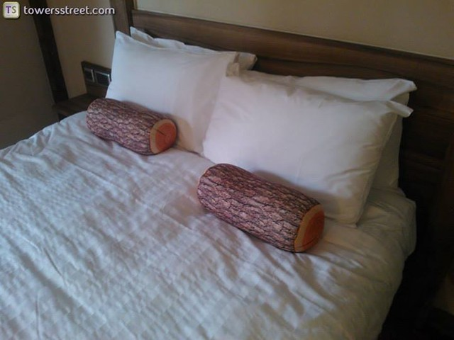 08/08/14 - A closer look at the bed.