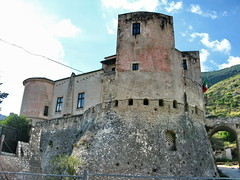 Il castello a Venafro (IS) (Ayoli2009) Tags: italia molise flickrsfriends canonpowershotg9 yourcountry venafrois ilcastelloavenafrois