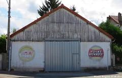 Vieux garage (Wouter Bregman) Tags: old france bernard wall french la pub reclame garage ad historic peinture frankrijk 72 publicité vieux vieille murale sarthe française lafertébernard ferté