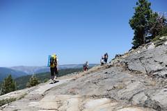 GP2_0899 (Pay a bluish oak) Tags: sarah sylvie julian nikon hiking day3 tobi nikkor vivien noa 50mmf18g d3s shealorlakes