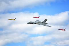 Vulcan with three Gnats (Jak5Bale) Tags: vulcan gnats wingsandwheels vbomber dunsfoldaerodrome iconicvbomber