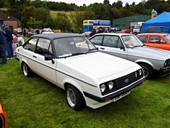 Lathalmond (View of a Ford Escort RS2000 Mk2) (Netty 78) Tags: show roof white black classic ford car scotland automobile europe european day display fife britain united union great vinyl scottish kingdom vehicle mk2 british 1979 escort rs2000 2014 lathalmond