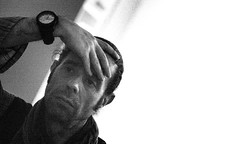 ... Days of Noise!!! (ISO 25600) (Fede Falces ( ...... )) Tags: blackandwhite selfportrait me ego mood hand watch yo grain atmosphere moi iso alterego sp mano reloj noise autorretrato highiso grano selfie atmsfera ruido iso25600 25600 filmmood
