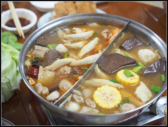 台北麻辣火鍋 ▎藍記麻辣火鍋。規矩很多,醬料是亮點