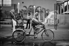 Rickshaw Games (N A Y E E M) Tags: rickshaw candid dusk street gate entrance hotel radissonblu gmroad chittagong bangladesh windshield