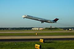 Delta N983DL: McDonnell-Douglas MD88 (formulanone) Tags: md88 n983dl delta deltaairlines mcdonnelldouglas jet plane aircraft airplane fnflown