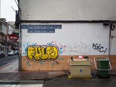 Calles extrañas (Adrián Nieto Rodríguez) Tags: coruña street calle callejera callejero pared wall graffiti monte alto contenedor basura white yellow galicia spain españa city ciudad urban urbano travel