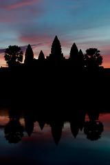 Sunrise at Angkor Wat (II) (lautxi) Tags: silueta silhoutte templo angkorwat sunrise cambod cambodia camboy camboya architecture