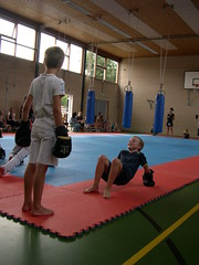 "zomerspelen 2013 karate clinic • <a style=""font-size:0.8em;"" href=""http://www.flickr.com/photos/125345099@N08/14220576969/"" target=""_blank"">View on Flickr</a>"