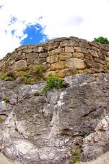 Mycnes 58 dans les ruines de la forteresse Le mur d'enceinte (paspog) Tags: wall ruins fort ruine greece enceinte griechenland fortress grce mycenae forteresse remparts mycnes