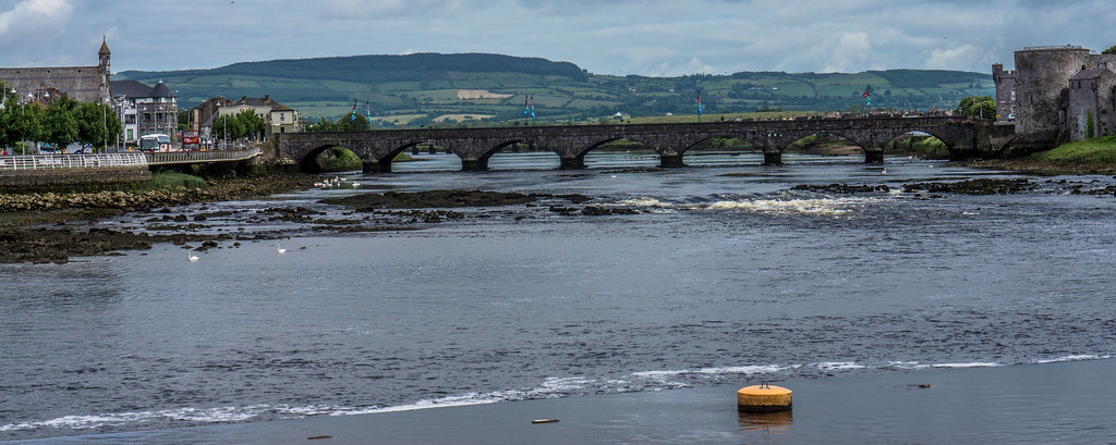 THOMOND BRIDGE ACROSS THE SHANNON