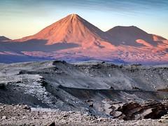 volcan (natcovar) Tags: sunset mountain atardecer volcano desert atacama valledelaluna desierto montaa sanpedro volcn