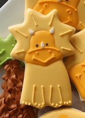 Baby Dinosaur Cookie (SweetSugarBelle) Tags: foot track cookie dinosaur royal icing triceratops pterodactyl