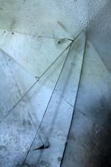 Strategie de la Rupture (gripspix (catching up slowly)) Tags: abstract broken glass glas abstrakt kaputt zerbrochen 20140723