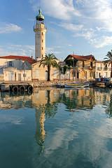 Phare du Grau du Roi (Xtian du Gard) Tags: grauduroi gard france europa phare lighthouse reflet reflection languedoc roussillon xtiandugard