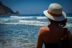 DSC00215.jpg (BL Fotografie) Tags: blue sea summer holiday beach portugal water girl hat strand swim wasser paradise sommer sony urlaub wave hut chapeau m3 sonne ferien sagres rx100