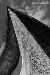 Notre Dame du Haut Needle (meepeachii) Tags: bw france church architecture chapel lecorbusier ronchamp