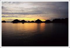 Halong bay (Gianluca Milella) Tags: travel sunset sea boat vietnam halongbay canoneos7d