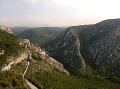 Veduta della Val Rosandra dalla Vedetta di S.Lorenzo , quasi al centro potete vedere il Santuario Santa Maria in Siaris