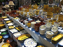 De todos los colores en la Feria de Alfarería - (Micheo) Tags: spain colours colores granada pottery cerámica alfarería