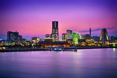 Yokohama & Sunset (Luís Henrique Boucault) Tags: longexposure travel sunset sea vacation sky colors wheel japan night lights twilight asia cityscape clear fujifilm yokohama minato landmarktower xt1