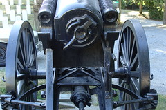 Washelli cemetery cannon (9) (Handsomejimfrommaryland) Tags: seattle old tower cemetery graveyard rock island war post o no s ridge deck spanish american u cannon warren constitution washelli frigate spar arsenal 83 section chimes legion veterans ironsides cannons grimm vimy