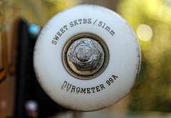 Rueda (Hessyz) Tags: wheel skateboarding sweet skate contraste nut unfocused ruedas bearings desenfocado ejes tuerca rodamientos