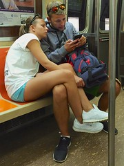newyork sunglasses subway couple cellphone peeps iphone6... (Photo: Ed Yourdon on Flickr)