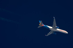 G-LSAK (jpro747) Tags: above blue sky up plane airplane contrail close aircraft aviation aeroplane aerial trail telescope boeing overhead vapour 757 airliner jet2 dobsonian 2400mm