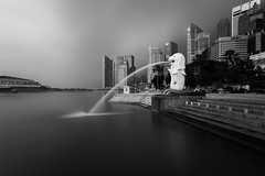 Merlion Park (Je Jai) Tags: park white black canon singapore long exposure angle wide 1740mm 6d melion syimbolic