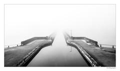 Pont-canal de Digoin dans le brouillard (JG Photographies) Tags: europe france french saoneetloire bourgogne digoin paysage noiretblanc brouillard jgphotographies canon7dmarkii canal péniche