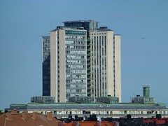 Studentskrapan (skumroffe) Tags: studentskrapan skatteskrapan skrapa hirise höghus hus building stockholm sweden