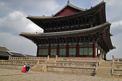 BS0I8825 (jeridaking) Tags: gyeongbokgung palace couple korean traditional clothes structure magestic sky travel photography ralph matres jeridaking fortheloveofphotography
