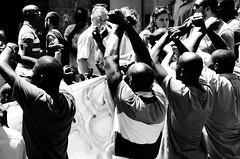 catene (maurizio siani) Tags: street italy streets italia gente pentax mani via persone demonstration protesta toledo napoli naples immigrants bianco nero proteste immigrant città mattina giorno confusione braccia corteo catena catene africani noneu clandestini immigrati k30 legate incatenati magrebino magrebini
