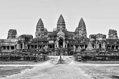 Cambodge - Angkor vat (jmboyer) Tags: voyage travel tourism monument canon temple photography photo yahoo asia cambodge cambodia flickr khmer photos picture buddhism angkorwat unesco viajes siem reap lonely asie lonelyplanet angkor monde gettyimages tourisme nationalgeographic patrimoine 6d angkorvat travelphotography kampuchea googleimage géo googlephotos yahoophoto photoflickr canon6d photosflickr canonfrance earthasia photosyahoo imagesgoogle photosgoogle ©jmboyer photogéo nationalgeographie ©jmboyer photosgoogleearth