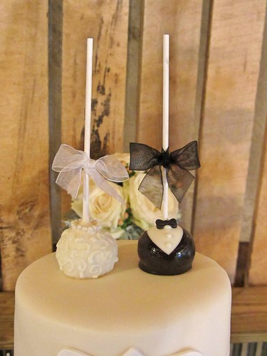 bride-groom-cake-pop