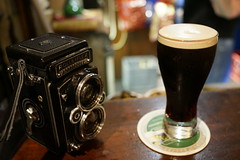 Guiness & Rollei (Purple Field) Tags: ireland color galway beer digital rolleiflex zeiss 35mm pub sony full carl frame guiness dsc ビール sonnar パブ f20 28f ギネス デジタル アイルランド ソニー rx1 ローライフレックス ゾナー カール・ツァイス フルサイズ ゴールウェイ