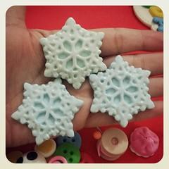 Chaveiros flocos de neve Frozen (Doces Idéias Biscuit Re Vanzan) Tags: de frozen biscuit neve chaveiros flocos