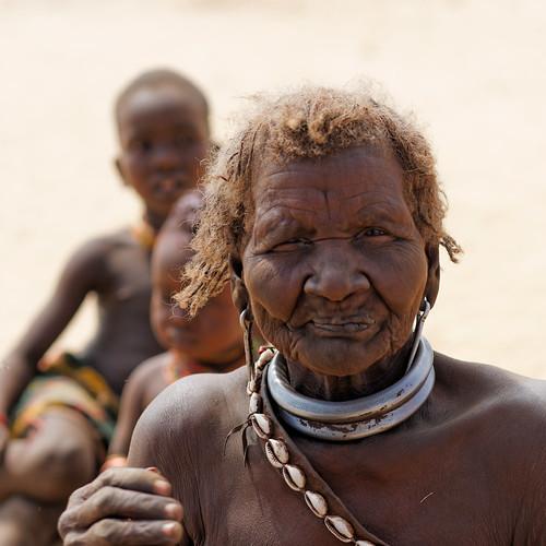 Hammer tribe women