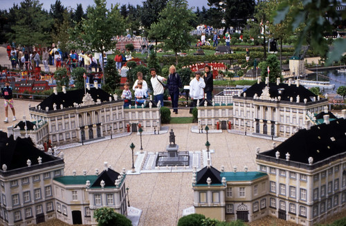 "355DK Legoland • <a style=""font-size:0.8em;"" href=""http://www.flickr.com/photos/69570948@N04/15294919496/"" target=""_blank"">View on Flickr</a>"