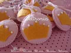 Detalhes (Feltronia by Bia Leira) Tags: felt feltro festa coroa pérola chaveiro princesas feltronia bialeira