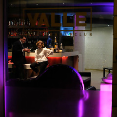 Attitude (Something Sighted) Tags: streetphotography night scènederue nuit resto boîte restaurant nightclub roma rome italy italia italie fujifilmxt1 square