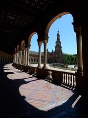 (Rosino) Tags: espaa sevilla spain shadows seville andalusia plazadeespaa tokinaatx124