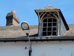Chemine, lampadaire et chien assis (xavnco2) Tags: roof chimney france window tetto comignolo streetlamp finestra normandie toit normandy pontsaintpierre lampadaire lampione eure chemine dormer fumaiolo chienassis
