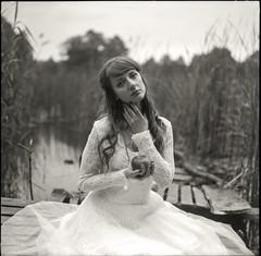 (It's K) Tags: blackandwhite bw lake 6x6 film apple girl analog mediumformat apx100 pentacon agfa rodinal pentaconsix carlzeiss canoscan8400f