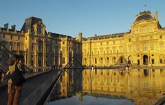Louvre (FUMIGRAPHIK_Photographist) Tags: paris eau louvre muse pyramide photographe soleilcouchant