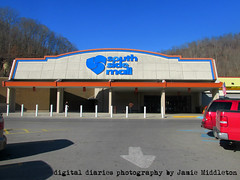 Former Kmart South Williamson, Kentucky (xandaii) Tags: retail shopping kentucky ky departmentstore appalachia kmart magicmart southwilliamson searsholdings southsidemall