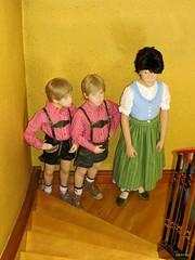 Tracht IMG_0299 (mknt367 (Panda)) Tags: boy max girl kids felicia felix august teen moritz bavarian 2014 schaufensterpuppen tracht manneqins