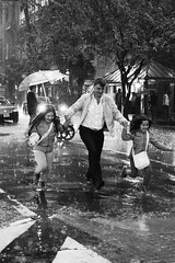 La lluvia que lo pari! (Nando.uy) Tags: girls rain kids uruguay lluvia little father under running montevideo nias padre corriendo hijas